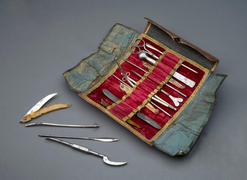1800's Spanish surgical kit