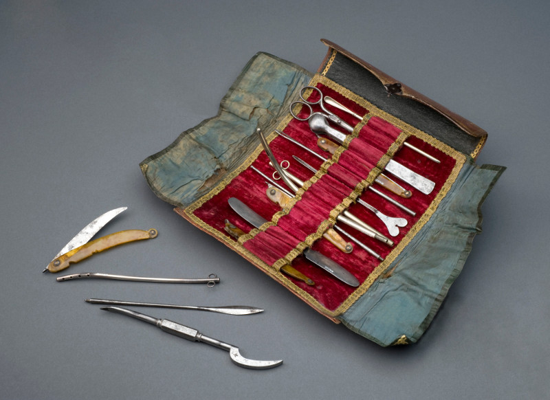 1800's Spanish surgical kit